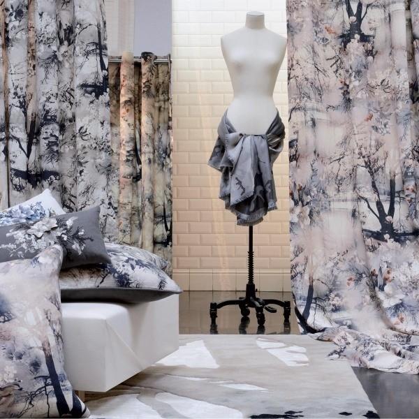 coussin emotif jean paul gaultier. Black Bedroom Furniture Sets. Home Design Ideas