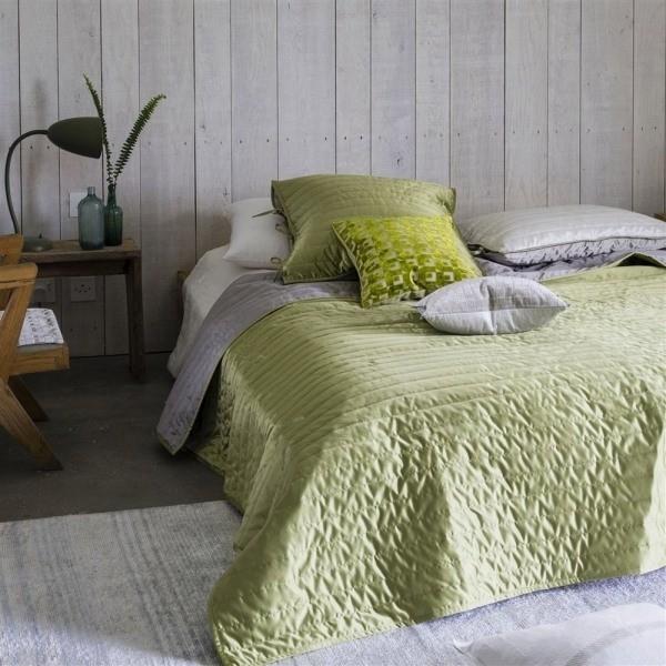 jet de lit tiber pistachio dove designers guild. Black Bedroom Furniture Sets. Home Design Ideas