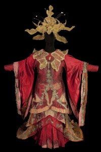 Costume porté par Monserrat Caballé pour Turandot, Opéra de Giacomo Puccini, Opéra Garnier, 1981. Photo CNCS / Pascal François